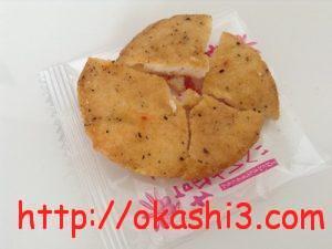 オリーブオイル仕立ての塩せんべい(ブラック&レッドペッパー)
